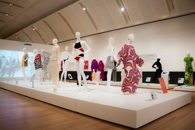 9|11  Fearless Fashion, Exhibition view © Danny Moloshok / Skirball Cultural Center
